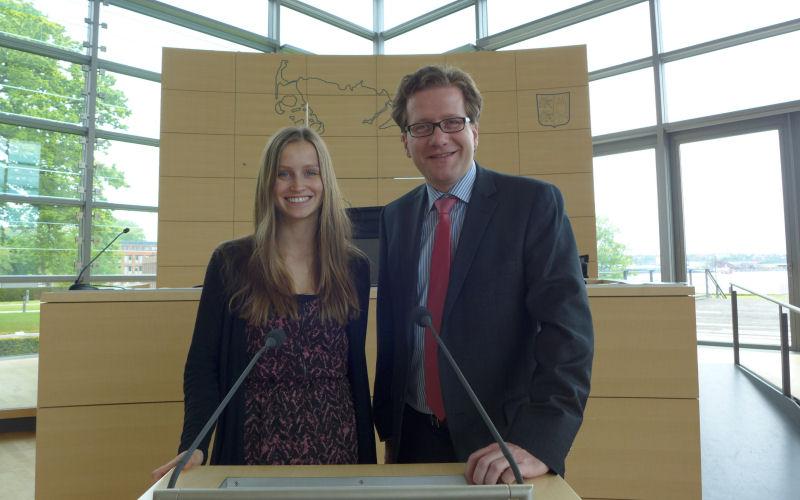 Foto: Linn Hansen und Martin Habersaat im Plenarsaal des Landeshauses