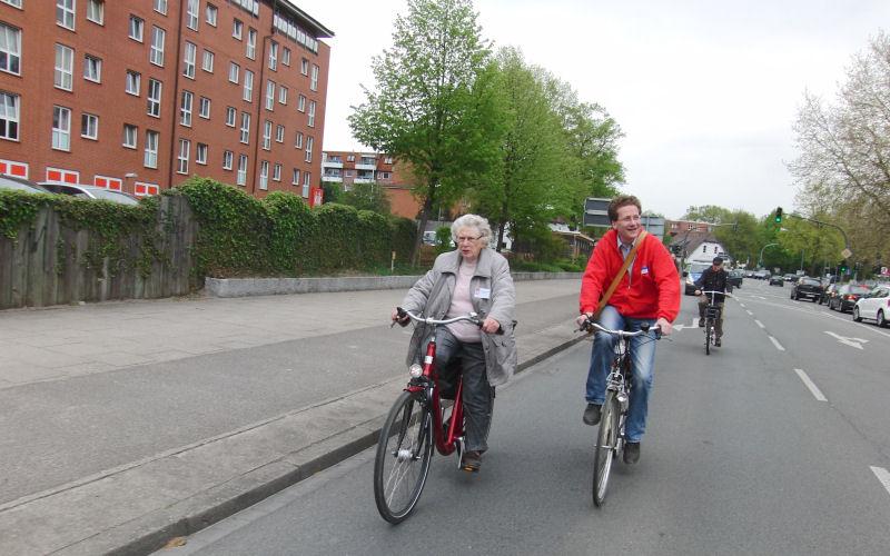 Marietta Exner und Martin Habersaat mit dem Rad in Glinde