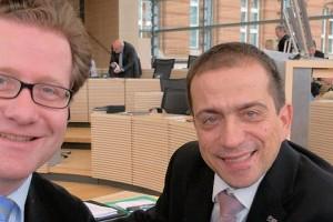 Martin Habersaat und Dirk Loßack in einer Sitzungspause des Landtags