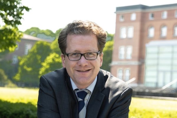 Martin Habersaat vor dem Landeshaus